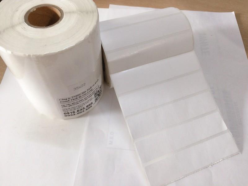 giấy in tem mã vạch 35x22 sử dụng cho shop quần áo, siêu thị, tạp hóa